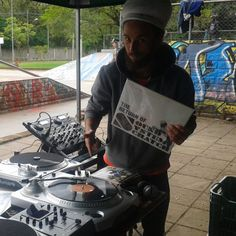 The return of the Sound System Scratch!!!! @savannahsounds @viralataz #vinil #vinyl #cratedigging #crates #dj #scratching #turntablism #realhiphop #hiphop #reggae #soundsystem by dj_jazzyjoint http://ift.tt/1HNGVsC