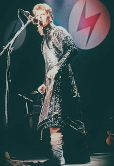 David Bowie Tribute, David Bowie Ziggy, Stone Age Man, David Bowie Labyrinth, The Thin White Duke, Ziggy Stardust, Rock Outfits, Good Music, 70s Music