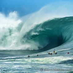 Teahupoo Tahiti ~ 2014, billabong pro Tahití. CAUTION: Those are not body-surfing waves . .