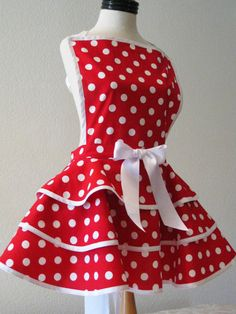 Fun and Flirty Inspired by HickoryCreekCrafts on Etsy Aprons Vintage, Retro Apron, Vintage Sewing, Cute Aprons, Sewing Aprons, Bunt, Gingham, Vintage Fashion, Vintage Style