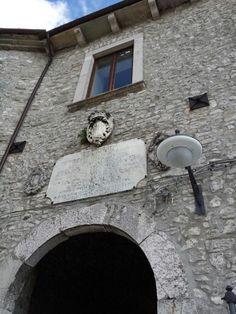 Rocca. Portale di ingresso al castello.
