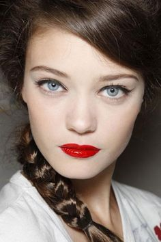 Sweet and Sexy Valentine's Day Makeup Tips Glam Makeup, Beauty Makeup, Hair Makeup, Hair Beauty, Beauty 101, Snow White Makeup, Diana Moldovan, Bright Red Lipstick, Filipina Beauty