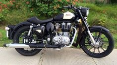 seat may be Motos Royal Enfield, Enfield Bike, Classic 350 Royal Enfield, Enfield Classic, Royal Enfield Bullet, Royal Enfield Wallpapers, Royal Enfield Modified, Biker Chick, Super Bikes