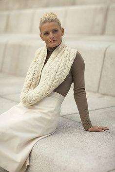 Ravelry: Tubeskjerf med flette pattern by Linda Marveng. Photo: Kim Müller Model: Kari-Anne Næssø