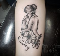 baby tattoos for moms 684547212096182824 - Mother holding baby tattoo. Mom and daughter tattoos. tattoo mom drawing – Source by cassandragarnier Mutterschaft Tattoos, Mama Tattoos, Name Tattoos For Moms, Baby Name Tattoos, Tattoos For Kids, Cute Tattoos, Tattoos For Women, Tattoos For Mothers, Print Tattoos