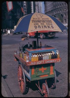 Color photography Portable Soft Drink Stand, Bowling Green, New York Drive In, Photo Vintage, Vintage Photos, Vintage Photographs, Hot Dog Wagen, Le Tricycle, Photo New York, New York City Pictures, Drink Stand