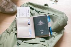 Geschenkidee für Weltenbummler: Etui für den Reisepass aus Leder / perfect gift idea for those with wanderlust, leather case for passport by Wonder-and-Question via DaWanda.com