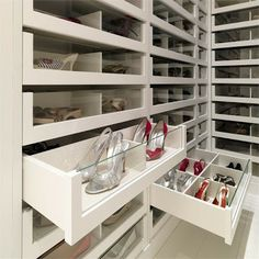 Super neat and clean, but how do u find your shoes??   Decore com Gigi: SAPATOS: de enlouquecer!!!!