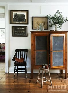Here's a look inside a historic homestead at Kelburn Farm, a sheep station on the Mulwaree Plains, near Goulburn in NSW, Australia Photography Brigid Arnott, styling Lisa Hilton Style At Home, Country Style Homes, Cottage Style, Cottage Design, Vaisseliers Vintage, Vintage Decor, Country Style Magazine, Decorating Your Home, Interior Decorating