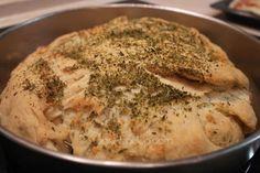 Ένα τυρόψωμο, μα τι τυρόψωμο! Καταπληκτικό!! Kai, Cheese Bread, Greek Recipes, Hummus, Feta, Food Processor Recipes, Pork, Food And Drink, Cooking Recipes