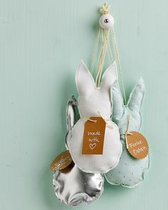 Good Free Sewing bunny pendant from fabric Easy step-by-step: sewing and crafting instructions for all DIY enthusiasts Popular Sew Easter decoration Sewing Basics, Sewing For Beginners, Sewing Tutorials, Sewing Patterns, Holiday Break, Sewing Lessons, Business Gifts, Couture, Free Sewing