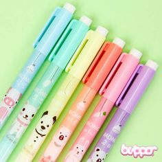 Let your sweet words be the centre of your messages by using these wonderful highlighters! Every felt-tip pen has an adorable Momo animal friend and one set includes 6 adorable colors! Too cute!