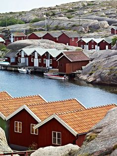 Red houses on the water in Sweden. I love the red houses Places Around The World, Oh The Places You'll Go, Places To Travel, Around The Worlds, Voyage Suede, Wonderful Places, Beautiful Places, Sweden Places To Visit, Red Houses