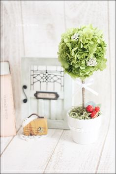 可愛いグリーンのトピアリーです^^インテリアにマッチして飾るのには最適なアレンジです!今回の販売は濃い方のグリーンです。■お花のお色こちらのお色はグリーンです... ハンドメイド、手作り、手仕事品の通販・販売・購入ならCreema。