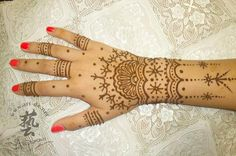 Lovely!  And a lot safer than the other ones! 50 Intricate Henna Tattoo Designs | Cuded