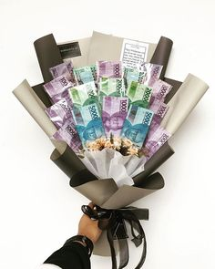 Food Bouquet, Diy Bouquet, Diy Valentines Cards, Cute Valentines Day Gifts, Candy Bar Crafts, Money Origami Tutorial, Flower Bouqet, Chocolate Flowers Bouquet, Money Bouquet
