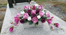 Z magnolia Funeral Flowers, Simple Life Hacks, Ikebana, Magnolia, Floral Arrangements, Floral Wreath, Wreaths, Plants, Diy