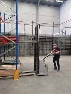 Ejercicio de estiba de carga en estantería con Apilador 🗼🏋️ Curso abierto de #CarretillasElevadoras conforme a Norma #UNE58451 realizado en nuestras instalaciones de #Getafe #Madrid cumpliendo las medidas por #COVID19 😷👑🦠 View Image, Madrid, Exercises
