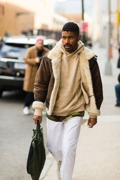 See the Best Street Style From New York Fashion Week: Men's Street Style: NY Mens Fashion Week Ny Mens Fashion Week, New York Fashion, Daily Fashion, Best Street Style, New York Street Style, Cool Street Fashion, Balenciaga Sneakers, Looks Total Jeans, Hari Nef