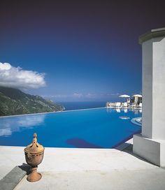 De infinity pool van Hotel Caruso in Ravello, een van de mooiste ter wereld
