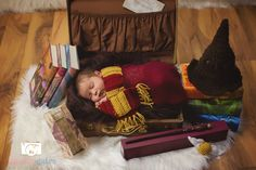 Harry Potter Sombrero, Harry Potter Hat, Harry Potter Sorting Hat, Harry Potter Baby Costume, Newborn Baby Photography, Newborn Photo Props, Toddler Photography, Baby Cosplay, Newborn Halloween Costumes