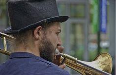 Over the shoulder;  Jam Connection; Dilworth Park,  Center City Philadelphia, Pennsylvania, USA.  September 2014.
