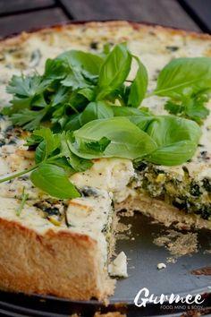 Kesäkurpitsa-pinaatti-fetapiirakka Spanakopita, Food Design, Feta, Sandwiches, Food And Drink, Bread, Vegetables, Ethnic Recipes, House Cafe