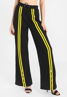 Missguided NEW CORE POPPER FRONT STRIPE TROUSER - Træningsbukser - black/yellow - Zalando.dk Striped Pants, Black N Yellow, Missguided, Hair Ties, Core, Trousers, T Shirt, Outfits, Clothes