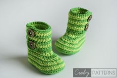 40 Adorable and FREE Crochet Baby Booties Patterns --> Green Zebra Crochet Baby Booties Crochet Baby Boots, Crochet Baby Clothes, Crochet Slippers, Crochet For Kids, Diy Crochet, Ravelry Crochet, Baby Patterns, Crochet Patterns, Baby Boots Pattern