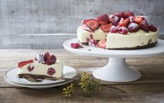 White chocolate & berry cheesecake