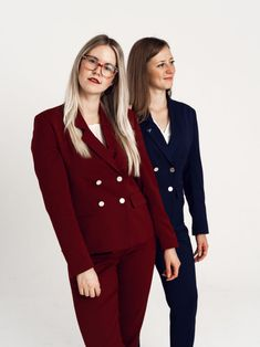 High quality wool, numerous pockets and machine washable! Yes, it is the perfect suit for women Business Fashion, Suits For Women, Blazer Suit, Pockets, Wool, Red, Cleaning, Nice Asses, Jumpsuits For Women