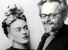 Frida Kahlo y León Trotsky.. En 1939, Diego se enteró del romance entre Trotsky y Frida, lo que hizo que rompieran relaciones y Trotsky se mudara a su casa en Churubusco. Sin embargo, durante esos años de tórrida relación, ambos documentaron su amor con cartas que reflejan sus sentimientos.