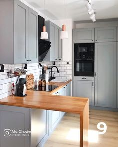 inspirational simple kitchen interior design ideas you must try Apartment Kitchen, Home Decor Kitchen, Interior Design Kitchen, Country Kitchen, New Kitchen, Home Kitchens, Boho Kitchen, Interior Livingroom, Green Kitchen