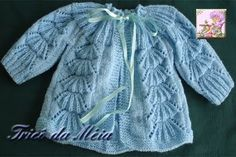 Knitted Baby Jacket with round yoke and Lace motif ~ Pattern in Portuguese ~~ TRICÔ DA MÉIA Baby Knitting Patterns, Knitting For Kids, Arm Knitting, Baby Patterns, Baby Cardigan, Baby Pullover, Crochet Hooded Scarf, Knit Crochet, Diy Knitting Projects