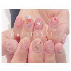いいね!931件、コメント12件 ― mariko moriさん(@mo6ma22)のInstagramアカウント: 「#marikonail #Instagramをみて 押し花ネイルをやりに来てくれました♡ @narunaru219_bknb 白ベースの押し花ネイルとはまたひとあじ違う…」 Gelish Nails, Nail Manicure, My Nails, Cute Pink Nails, Pretty Nails, Korean Nail Art, Kawaii Nails, Japanese Nail Art, Minimalist Nails