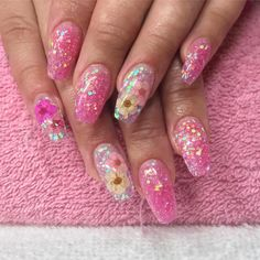 Real dried flowers embedded in custom blended glitter acrylic California Nails Stavanger Norway #nails #negler #naglar #cnd #acrylicnails #gel #gelnails #manicure #stavanger #norge #norway #beauty #nailart #nailpolish #nailsofinstagram #nailstagram #nailswag #instanails #instagood #instadaily #nailsoftheday #notd #holographic #holo #nailpro #glitter #perfection #art #flowers #californianails