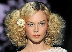 studio 54 fashion women: very classic curls