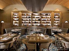 Los diseños teal y blancos de Granada Tile en el Restaurante Delphine, Hollywood