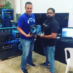 AngelitoMan de @infogamers_es con otro #gamer satisfecho con el #G430 #LogitechG @logitech_g #LogitechSamsTour #ScienceWins
