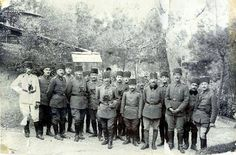 Müstahkem mevzi komutanı albay cevat paşa (çobanlı) Hacı paşa çiftliginde ( dürbünlü olan)