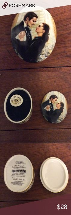 """1991 Gone With the Wind """"The Proposal"""" Music Box 1991 Gone With the Wind """"The Proposal"""" by William Chambers.  China Music Box by W. S. George.  Music box #2106B.   Plays """"Music of Scarlett O'Hara"""".  No chips, cracks or breaks.  Music box works fine.  I Rarely ever wound it. Gone with the Wind Other"""