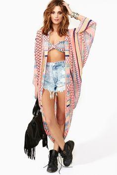 Frida Kimono by nastygal Looks like a badass floor length sweater to me. Hippy Chic, Boho Chic, Boho Hippie, Plaid And Leather, Nouveau Look, Estilo Boho, Street Style, Kimono Fashion, Look Fashion