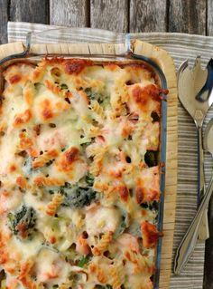 Krema laks- og pastagrateng - LINDASTUHAUG Food Porn, Norwegian Food, Good Food, Yummy Food, Cooking Recipes, Healthy Recipes, Healthy Meals, Laksa, Food Inspiration