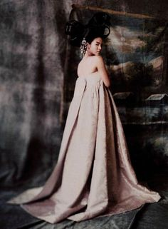 Song Hye Gyo photographed by Paolo Roversi - Vogue Korea: June 2007 - Hwangjini in Paris Paolo Roversi, Korean Traditional Clothes, Traditional Dresses, Vogue Korea, Korean Dress, Korean Outfits, Modern Hanbok, Song Hye Kyo, Couture Fashion