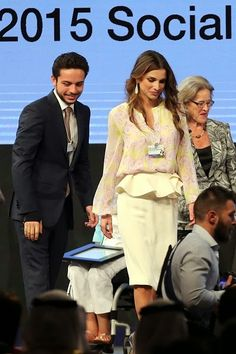 Jordan's Queen Rania and Crown Prince Hussein arrive for the opening of the World Economic Forum (WEF) on the Middle East and North Africa 2015 on May 22 2015 in the Dead Sea resort of Shuneh west of the capital Jordanian Amman. Yellow Fashion, Royal Fashion, Jordan Royal Family, King Abdullah, Queen Rania, Queen Outfit, World Economic Forum, Kendall Jenner Style, Royal Princess