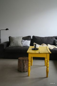 yellow/grey via interieur-coosje