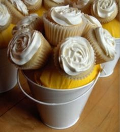wedding centerpiece photos - edible cupcake centerpiece