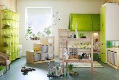 Cameretta con mobili riciclati in modo creativo.