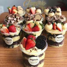 Dessert Boxes, Dessert Cups, Mini Desserts, Delicious Desserts, Yummy Food, Bakery Recipes, Dessert Recipes, Bakery Ideas, Menue Design