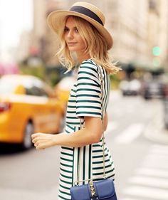 Messy yet put-together – this describes the 'undone' look. Here are some tidbits that can help you pull off an undone fashion style. Womens Fashion For Work, Love Fashion, Fashion Trends, Style Fashion, Fashion Hats, Fashion 2018, Undone Look, Mode Cool, Inspiration Mode